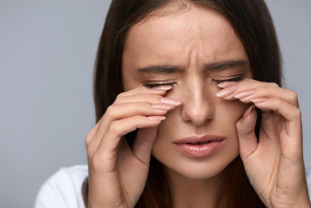 بوتاکس دور چشم برای درمان پلک زدن غیرارادی